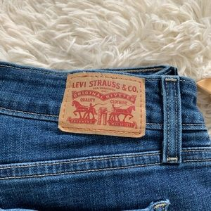Levi's Jeans - Levi's • 535 Super Skinny Distressed Jeans • 28